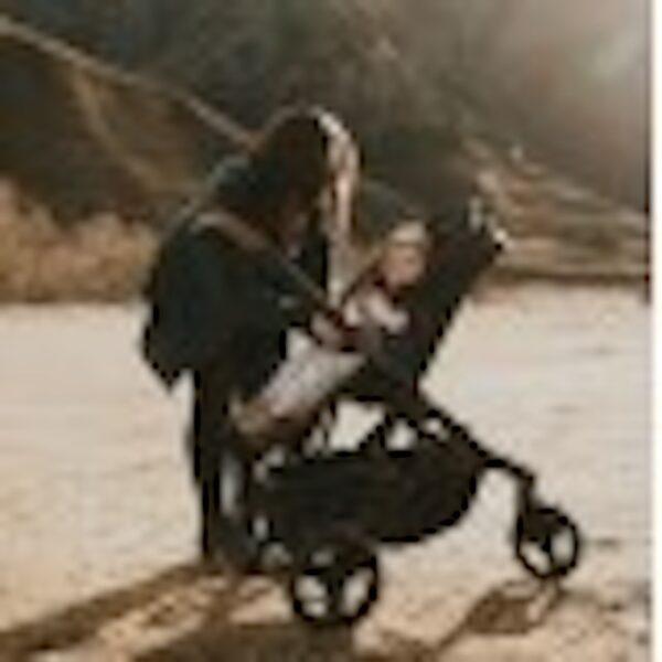 edwards and co oscar mx stroller rear facing 600x600